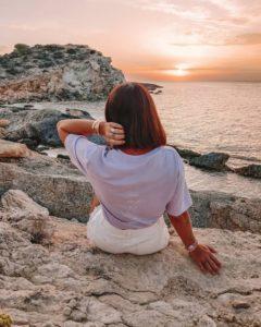 femme coucher de soleil