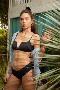 femme bikini noir